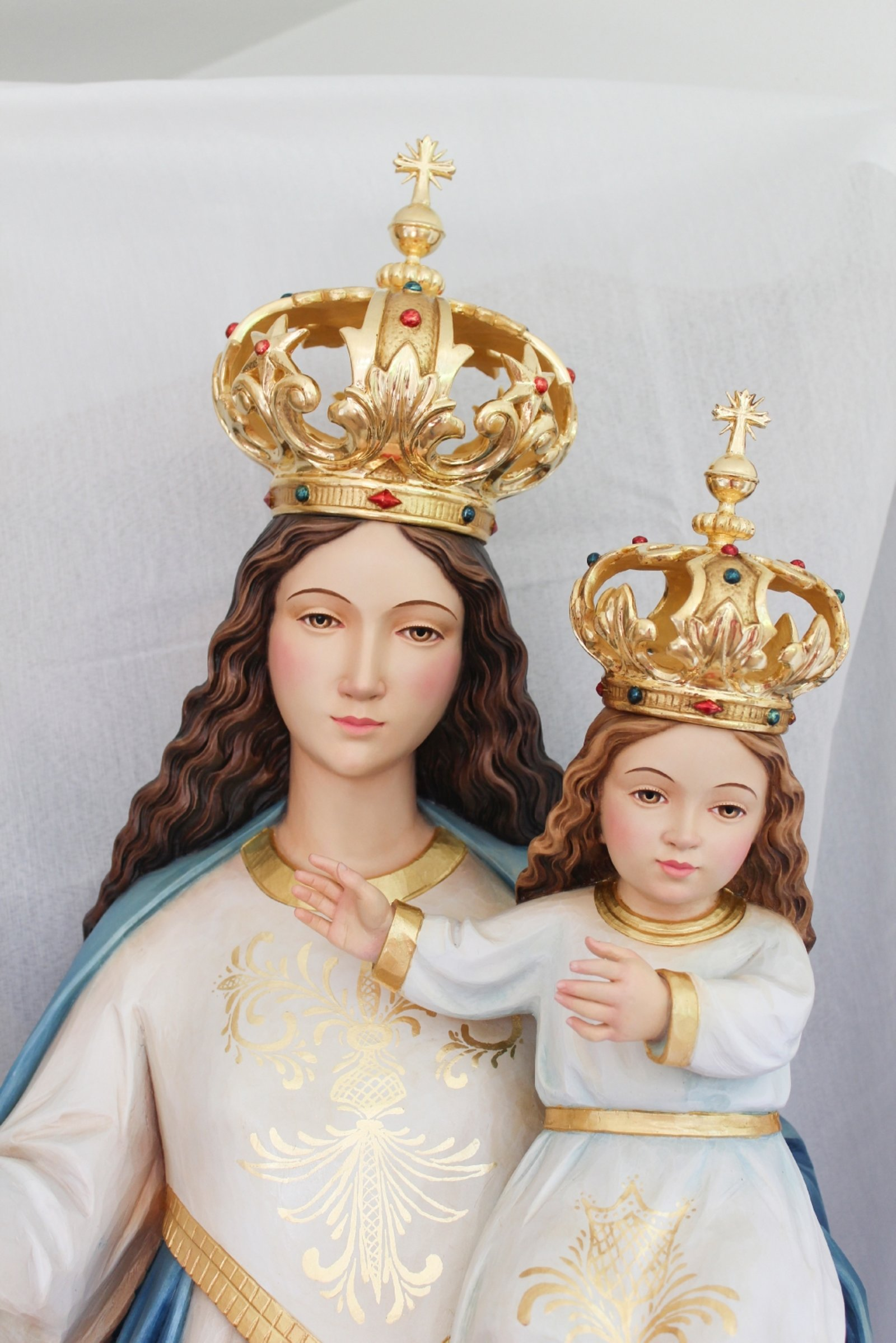Our Lady with child (real gold)